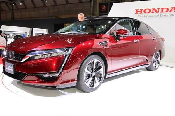 Mengenal Lebih Dekat Honda Clarity, Mobil Ramah Lingkungan Berbahan Bakar Hidrogen Di GIIAS 2016